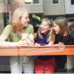 לתמוך בילדים לחיות וללמוד ללא בית ספר או כפייה